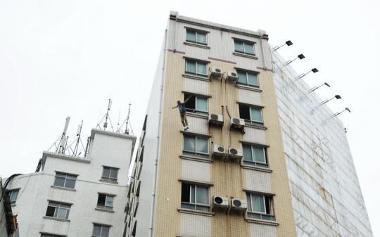 7楼跳下没死,杀人犯被警方生擒