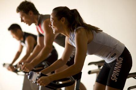 有氧运动结合抗阻力量训练有助于...