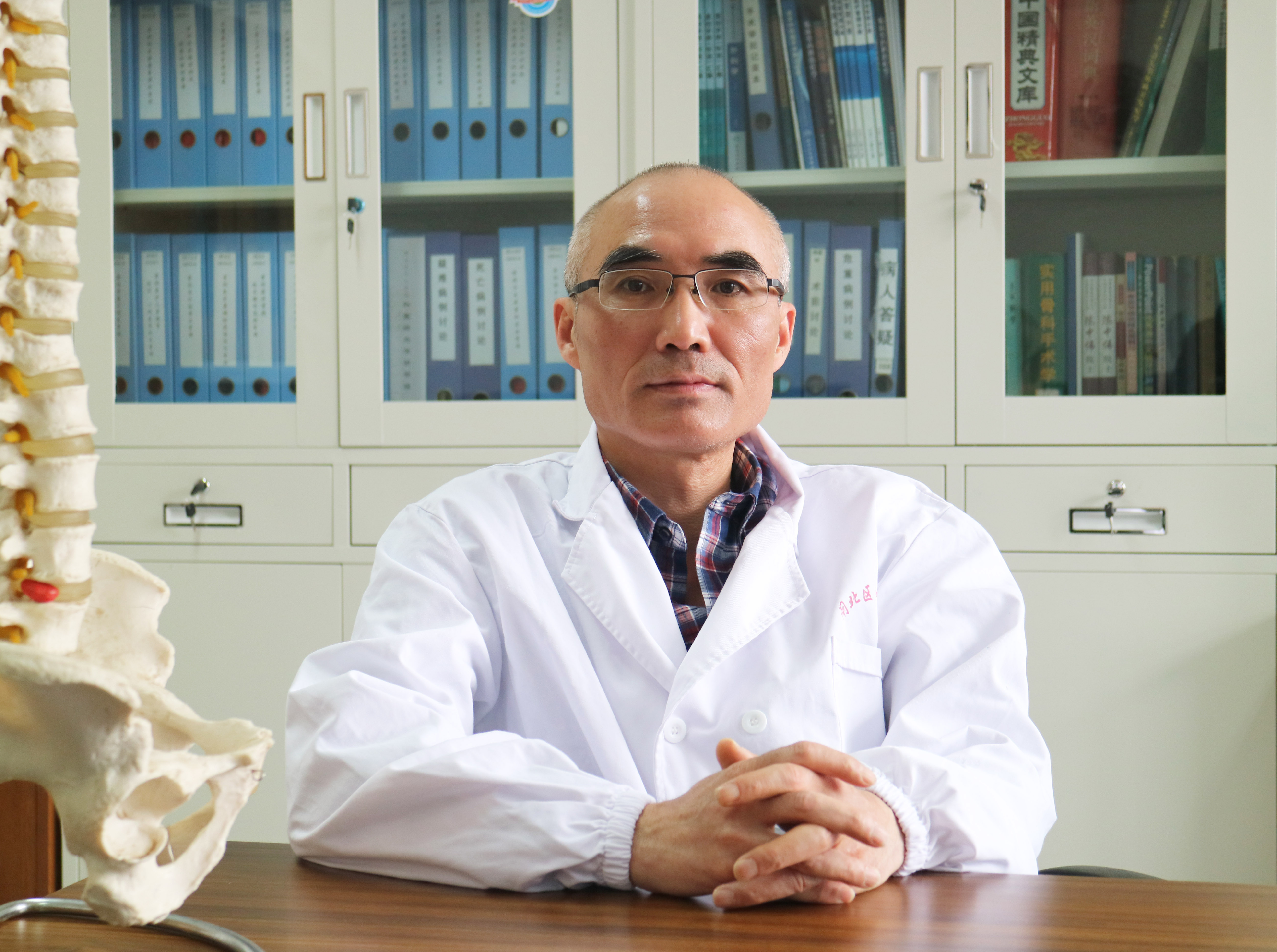戴杰:老年椎体压缩性骨折治疗方案的选择